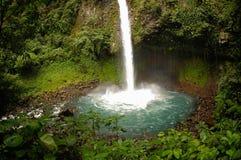 Cascade à écriture ligne par ligne de Fortuna de La, Costa Rica Photographie stock