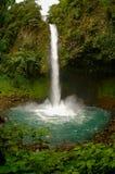 Cascade à écriture ligne par ligne de Fortuna de La, Costa Rica Photos stock