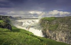 Cascade à écriture ligne par ligne de Gulfoss en Islande Photos libres de droits