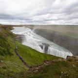 Cascade à écriture ligne par ligne de Gullfoss en Islande Photographie stock libre de droits