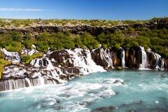 Cascade à écriture ligne par ligne de Hraunfossar, Islande Image libre de droits