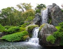 cascade à écriture ligne par ligne de jardin Photos stock