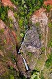 Cascade à écriture ligne par ligne de Kauai Photo stock