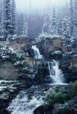 Cascade à écriture ligne par ligne de l'hiver Photo libre de droits