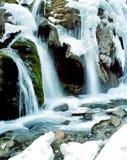 Cascade à écriture ligne par ligne de l'hiver dans le jiuzhaigou Photo libre de droits