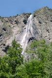 cascade à écriture ligne par ligne de la France d'alpes Photographie stock