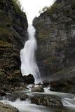 Cascade à écriture ligne par ligne de la Norvège photographie stock libre de droits
