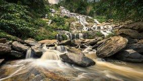 Cascade à écriture ligne par ligne de Mae Ya, Chiang Mai, Thaïlande Photographie stock