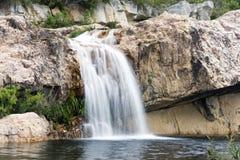 cascade à écriture ligne par ligne de montagnes de cederberg Image stock