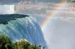 Cascade à écriture ligne par ligne de Niagara Falls Image libre de droits