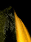 Cascade à écriture ligne par ligne de nuit Photos libres de droits