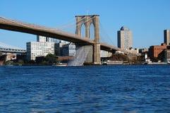 Cascade à écriture ligne par ligne de passerelle de Brooklyn Photographie stock