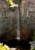 Cascade à écriture ligne par ligne de région de lac finger en été Photos stock