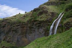 Cascade à écriture ligne par ligne de Seljalandsfoss en Islande Photographie stock libre de droits