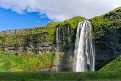 Cascade à écriture ligne par ligne de Seljalandsfoss, Islande images libres de droits