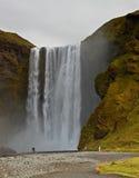 Cascade à écriture ligne par ligne de Skogafoss, Islande Photographie stock libre de droits