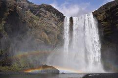 Cascade à écriture ligne par ligne de Skogafoss, Islande Photo libre de droits