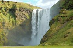 Cascade à écriture ligne par ligne de Skogafoss, Islande Images libres de droits