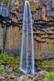 Cascade à écriture ligne par ligne de Svartifoss dans HDR, Islande Images libres de droits