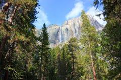 Cascade à écriture ligne par ligne de vallée de Yosemite Photographie stock libre de droits