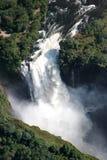 Cascade à écriture ligne par ligne de Victoria et le fleuve de Zambesi images libres de droits