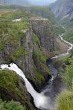 Cascade à écriture ligne par ligne de Voringsfossen, Norvège Images libres de droits
