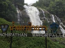 Cascade à écriture ligne par ligne de Wachirathan Photos libres de droits