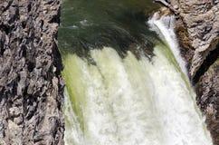 Cascade à écriture ligne par ligne de Yellowstone Photo stock
