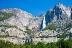 Cascade à écriture ligne par ligne de Yosemite, la Californie, Etats-Unis Image stock