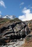 Cascade à écriture ligne par ligne du Népal Photo libre de droits