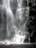 Cascade à écriture ligne par ligne en noir et blanc Photo libre de droits