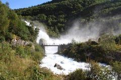 Cascade à écriture ligne par ligne en Norvège Photographie stock
