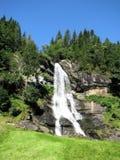 Cascade à écriture ligne par ligne en Norvège Images stock