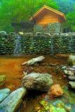 Cascade à écriture ligne par ligne en pierre Image libre de droits