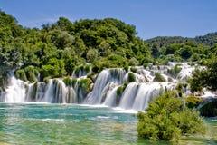 Cascade à écriture ligne par ligne en stationnement national Croatie de Krka Photo stock