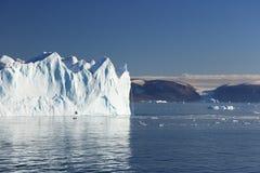 Cascade à écriture ligne par ligne exceptionnelle d'iceberg Photographie stock