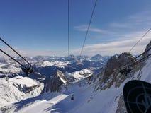 Cascade à écriture ligne par ligne figée au Tyrol du sud Images stock