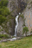 cascade à écriture ligne par ligne française de Pyrénées Images stock