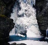 Cascade à écriture ligne par ligne glacée Photographie stock