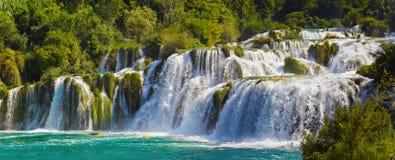Cascade à écriture ligne par ligne KRKA en Croatie Images stock