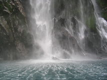 Cascade à écriture ligne par ligne montante en cascade Photo libre de droits
