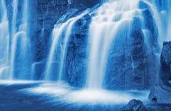 cascade à écriture ligne par ligne montante en cascade photos stock