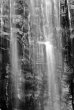 Cascade à écriture ligne par ligne noire et blanche Image stock