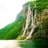 Cascade à écriture ligne par ligne, Norvège Images libres de droits