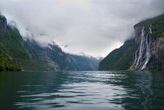 Cascade à écriture ligne par ligne Norvège de sept soeurs Photo libre de droits