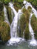 Cascade à écriture ligne par ligne Plitvice Photo stock