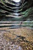 Cascade à écriture ligne par ligne sèche en stationnement d'état affamé de roche Image stock