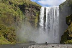Cascade à écriture ligne par ligne Skogafoss, Islande Photo libre de droits