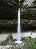 Cascade à écriture ligne par ligne supérieure de Pericnik dans les Alpes juliens Photo stock
