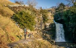 Cascade à l'ingleton dans Yorkshire image libre de droits
